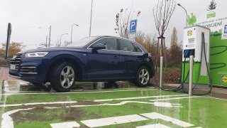 Napůl elektrické Audi Q5 55 TFSI e quattro je drahé. Jako auto pro bohaté měšťany ale dává smysl