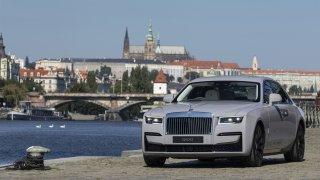 Nový Rolls-Royce Ghost už nemá ducha z BMW. Je to spíš menší dvojče královského Phantomu