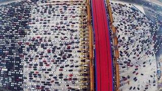 Jezdíte po městě autem? Coronavirus snižuje v řadě aglomerací výskyt dopravních zácp