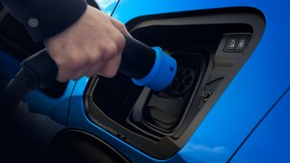 Dobíjení elektromobilu Peugeot