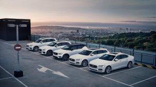 Volvo motivuje majitele plug-in hybridů k jízdě na elektřinu. Rok jim ji bude proplácet