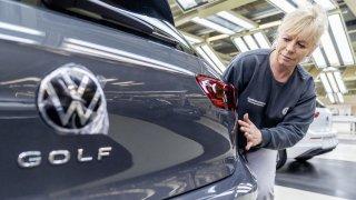 Volkswagen pozastavuje prodej nového Golfu. Ukázalo se, že má problémy s eCallem