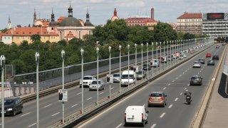 Komentář: Je carsharing budoucnost? V Česku spíš přikrášlená autopůjčovna pro pohodlné