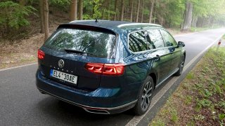 Elektromobily a hybridy mohou na dálnici zdarma i bez speciální registrační značky. To se ale změní