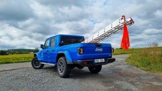 Jeep Gladiator a žebřík