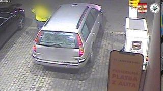 Opilý řidič se zákazem řízení policistům vyhrožoval tatínkem. Pak nadýchal víc než dvě promile