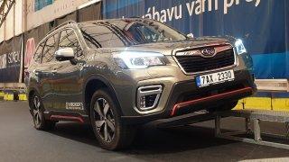 Subaru začalo prodávat nový Forester s částečně elektrickým motorem e-Boxer. Stojí od 900 000 korun