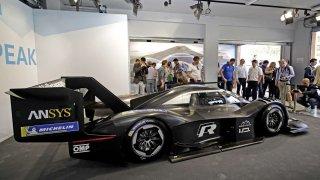 Volkswagen odhalil supersportovní elektromobil I.D. R Pikes Peak