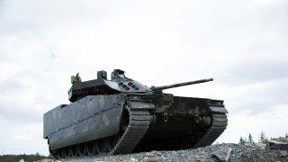 Když si umane, změní se toto bojové vozidlo pěchoty na jakékoliv auto. Nebo může být neviditelné