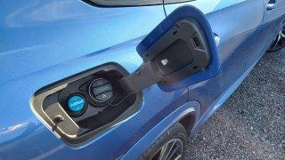 Řidičské mýty: Stačí projet dírou a v motoru se vypne přívod paliva