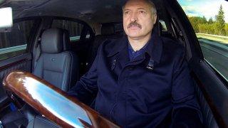 Alexandr Lukašenko za volantem
