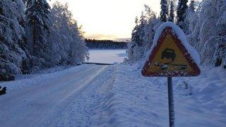 Ilustrace zimní dopravní značka