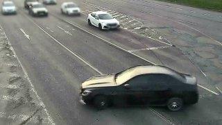 Místo driftu s mercedesem má řidič z Brna ostudu jak Brno. A oplétačky s policií k tomu