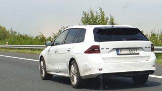 Zamaskovaná Škoda Octavia čtvrté generace