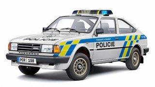 Policie přebarvila do svých soudobých barev některé starší modely aut. Udělala ale několik chyb