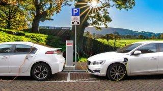 Úřady tlačí elektromobilitu. Její rozvoj ale brzdí vysoké ceny i nedostatek materiálů