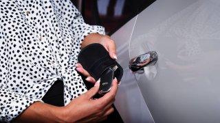 Odstíněná taška na klíče za pár stovek nebo senzor pohybu znemožní zlodějům ukrást vaše auto