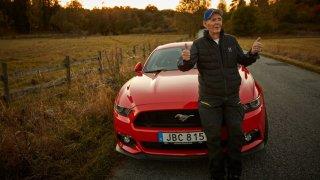 Téměř stoletý Švéd si koupil Mustanga 2