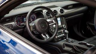 Ford Mustang interiér 23