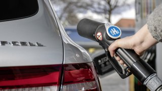 Vybouchla veřejná dobíjecí vodíková stanice. Znamená to začátek konce jednoho alternativního paliva?