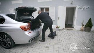 Jak velký je kufr BMW 760 Li M Performance ?