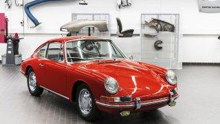Porsche 911 - jeden z prvních vozů po rekonstrukci