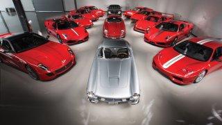 Prohlédněte si jedinečnou sbírku krásných Ferrari za stovky milionů