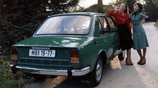 Poklady stodol a garáží: Upachtěná Škoda 105/120 symbolizovala prohnilou totalitu. Teď stojí nesmysl