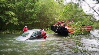 Zásah hasičů ve vodě