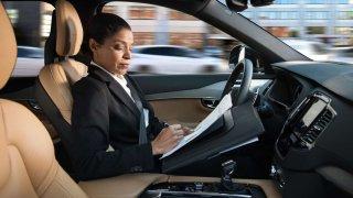 Nejbezpečnější autonomní vozy má Volvo, tvrdí anketa