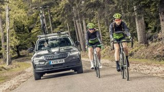 Cyklisté chtějí odstup 1,5 metru při jejich předjíždění. Podporuje je Autoklub ČR i policie