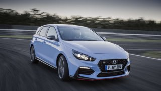 "Hyundai i30 N mezi vítězi ankety ""Sports Cars of the Year 2018"""
