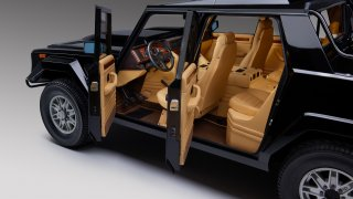 Nádherná obluda. Lamborghini LM002 s dvanáctiválce