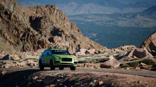 Bentley Bentayga na Pikes Peaku
