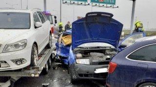 Sekundární nehody způsobují čumilové i neinformovaní řidiči. Ročně tak vyhasne 23 životů