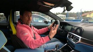 """BMW u sporťáků využívá na volantu """"adrenalinová"""" tlačítka. Stisknutí přenastaví jízdní parametry"""