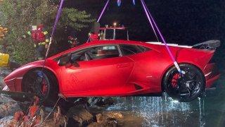 Řidič vykoupal své Lamborghini Huracán v jezeře. Prý si jenom spletl brzdu s plynem