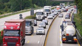 U státních hranic budou nové zákazy předjíždění pro nákladní auta. Platí jen pro někoho