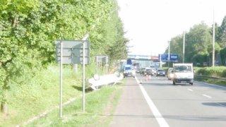 Řidič náklaďáku několikrát naboural do fabie před sebou. Z místa vážné nehody pak ujel