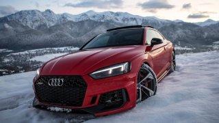 Dvě ostrá Audi, hodně sněhu a fantastické záběry