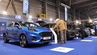 Ford přivezl do Česka tři nová více či méně elektrická SUV. Malou Pumu, velkou Kugu a obří Explorer