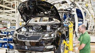 Škoda prodlužuje odstávku výroby. Pod dopisem zaměstnancům je podepsán i nemocný Wojnar