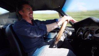 Richard Hammond ve svém oblíbeném Mustangu.