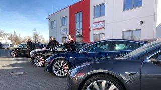 Tesla dorazila do servisního pekla, tvrdí autopůjčovna. Zrušila objednávku stovky kusů Modelu 3