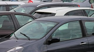 Prodej nových aut s CO2 bičem za zády silně změnil poměry na českém trhu. Těží z toho hlavně Škoda