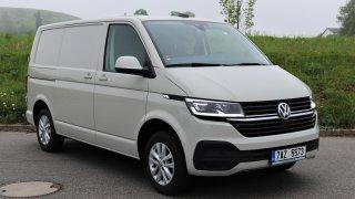 Věří mu natolik, že tenhle VW Transporter dostal záruku  200 000 kilometrů. Přežije ji vůbec?