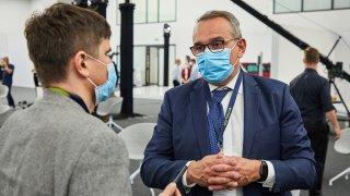 Elektrifikace aut je nevratný proces, míní šéf české pobočky Škody Auto. Nabídne dostupné hybridy