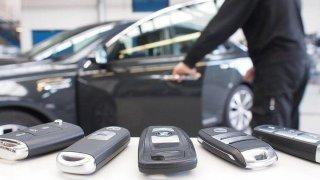 Ukrást auto s bezklíčovým přístupem je jednoduché jako facka. Dokazuje to test německého autoklubu
