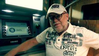 Fotr na tripu 42: Vybrat v Uzbekistánu peníze z bankomatu není nic jednoduchého
