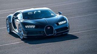 Kolik žere nejrychlejší auto planety? Klidně i hodně přes 100 litrů!